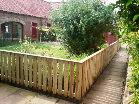 Inspiring Front Yard Fence Ideas for Home: Front Yard Wood ...