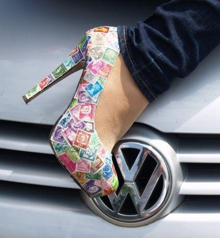 High Heels mit Briefmarken Kleidung + Co. - Clothes and