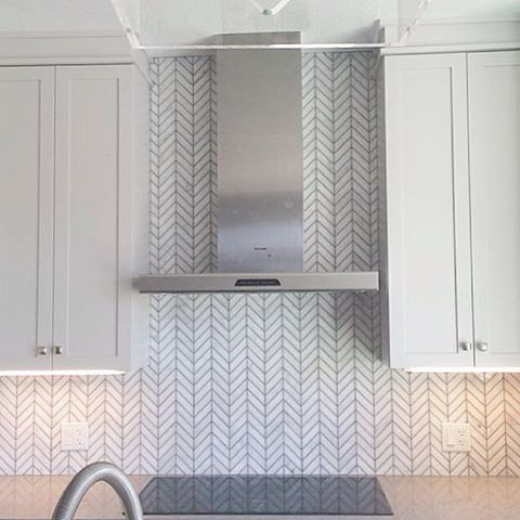 Another Stunning Kitchen Backsplash Installation Done By Our Expert Installers This 1 X 3 Oriental White Marble In A Chevron Pa Chevron Tile Backsplash Tiles