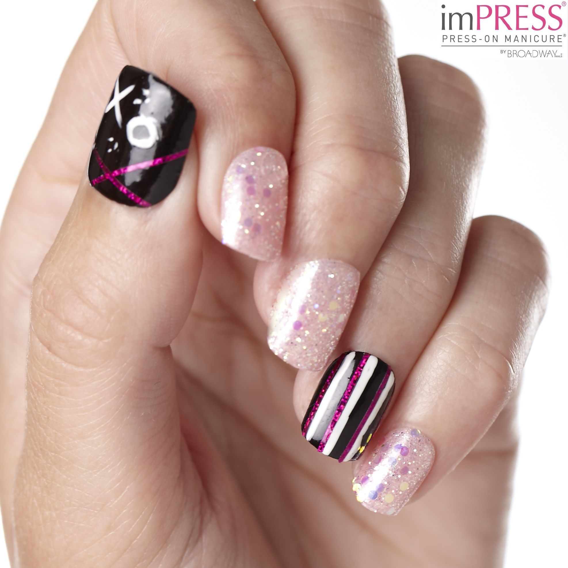 Create A Linear Design Decorate Nails With Foil Tape Use Kiss