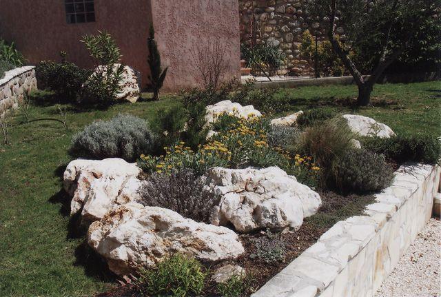 Massif rocailleux méditerranéen   Grand garden designs 6   Pinterest ...