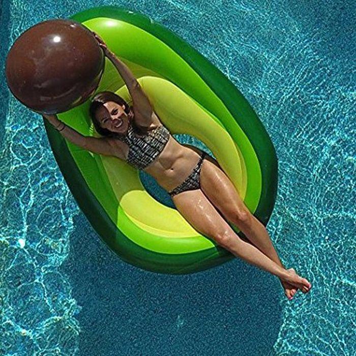 Los 10 flotadores y colchonetas de moda este a o for Accesorios para piscinas inflables