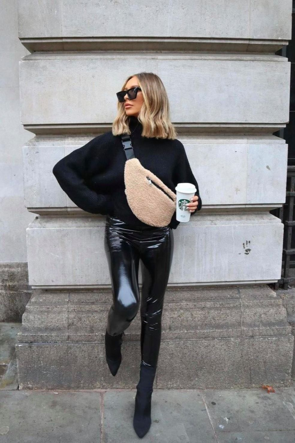 All Black Outfit Idea That We Re Obsessed With This Fall Winter 2020 And 2021 Winter Fashion Outfits Winter Professional Outfits Winter Fashion Outfits Casual [ 1475 x 984 Pixel ]