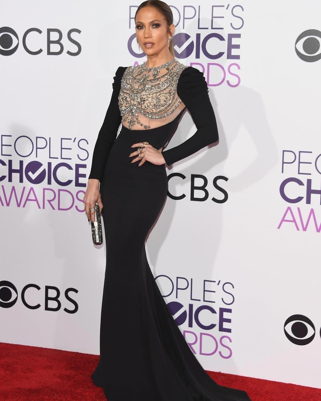Jennifer lopez wearing reem acra winning the peoples