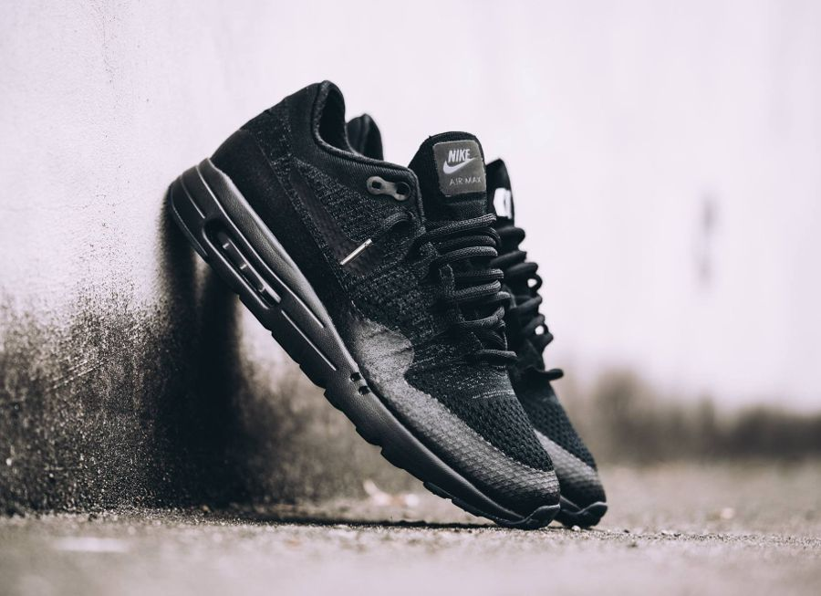 chaussure-nike-air-max-1-ultra-flyknit-noire-