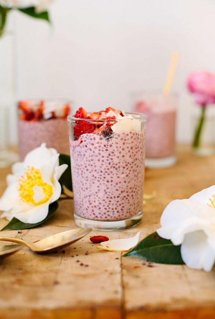 Strawberry Chia Pudding // #chia #pudding #recipe @ tea CUP tea
