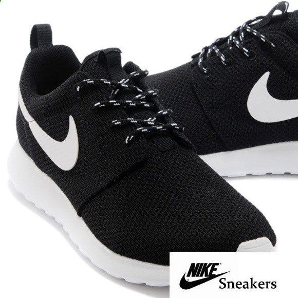 online retailer 9a43b 5260c Black Nike Roshes Womens Black Nike Roshes! Size 8.5! Brand ...