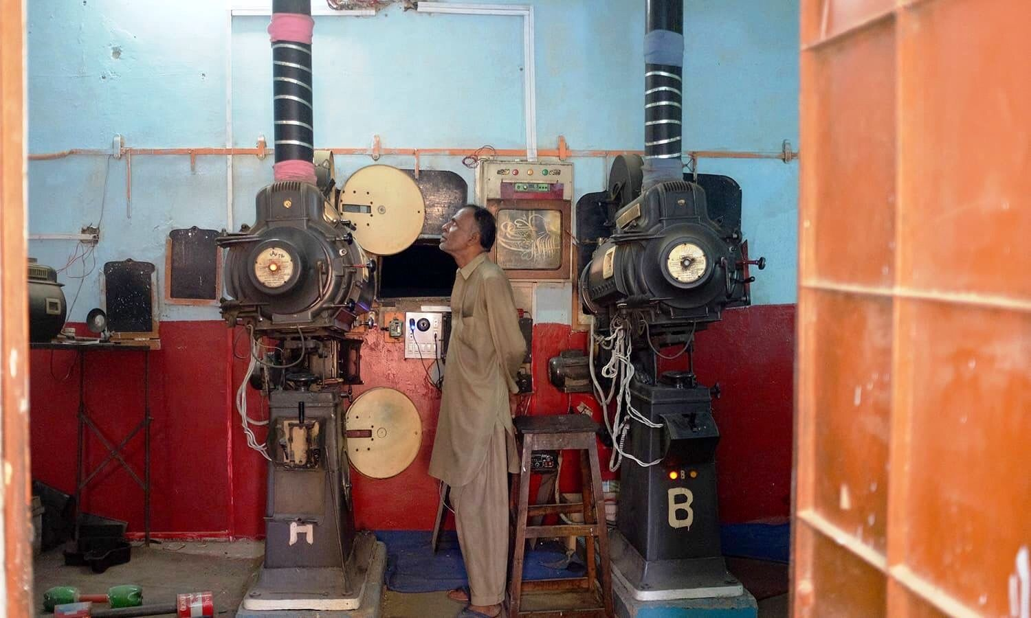Karachi Nasheman Cinema Inside The Projector Room Two 35mm Projectors Are Installed And A Technicians About To Switch Dia Cinema Pakistani Movies Installation