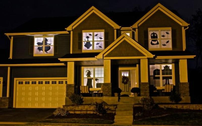 Scary silhouettes in house window Automation Ideas Pinterest - halloween window ideas