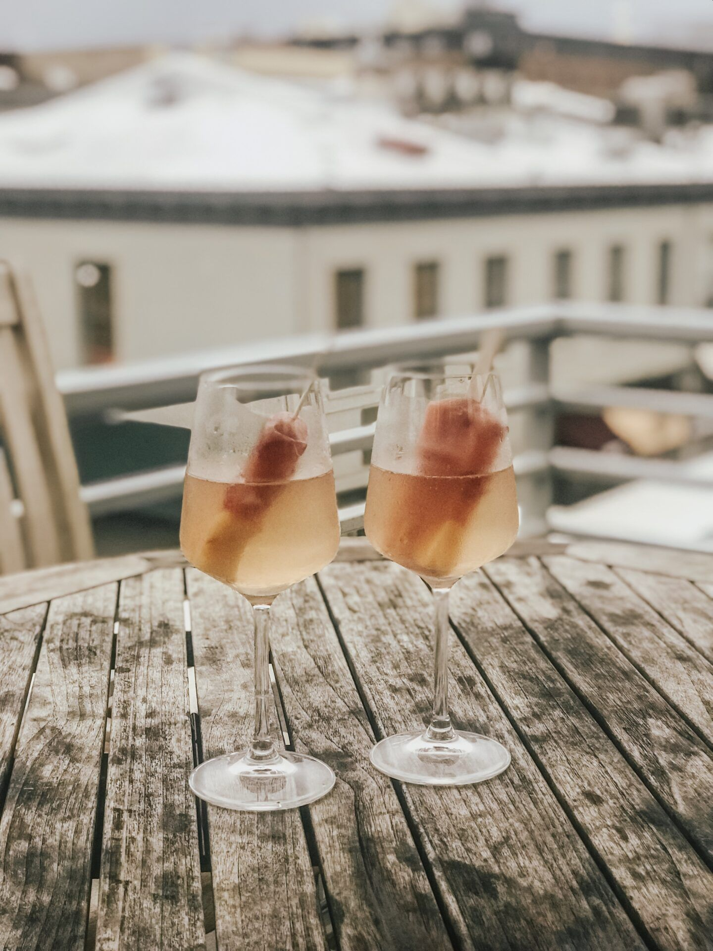 Best Rooftop Bars in Savannah #champagnepopsicles Best Rooftop Bars in Savannah,  The Grove Savannah, Savannah Travel, things to do in Savannah, best bars in Savannah, Savannah bars, Savannah things to do, Savannah rooftop bars, Savannah bachelorette party, Savannah bachelorette weekend, champagne popsicles, prosecco popsicles #champagnepopsicles