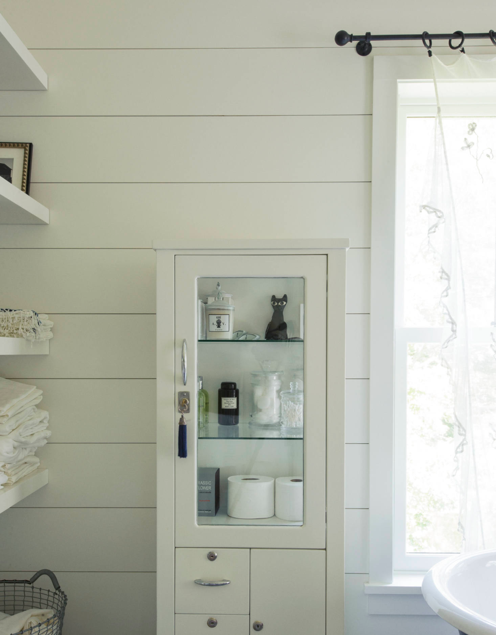 5 Baths With Simple Artful Styling From The Remodelista Archives