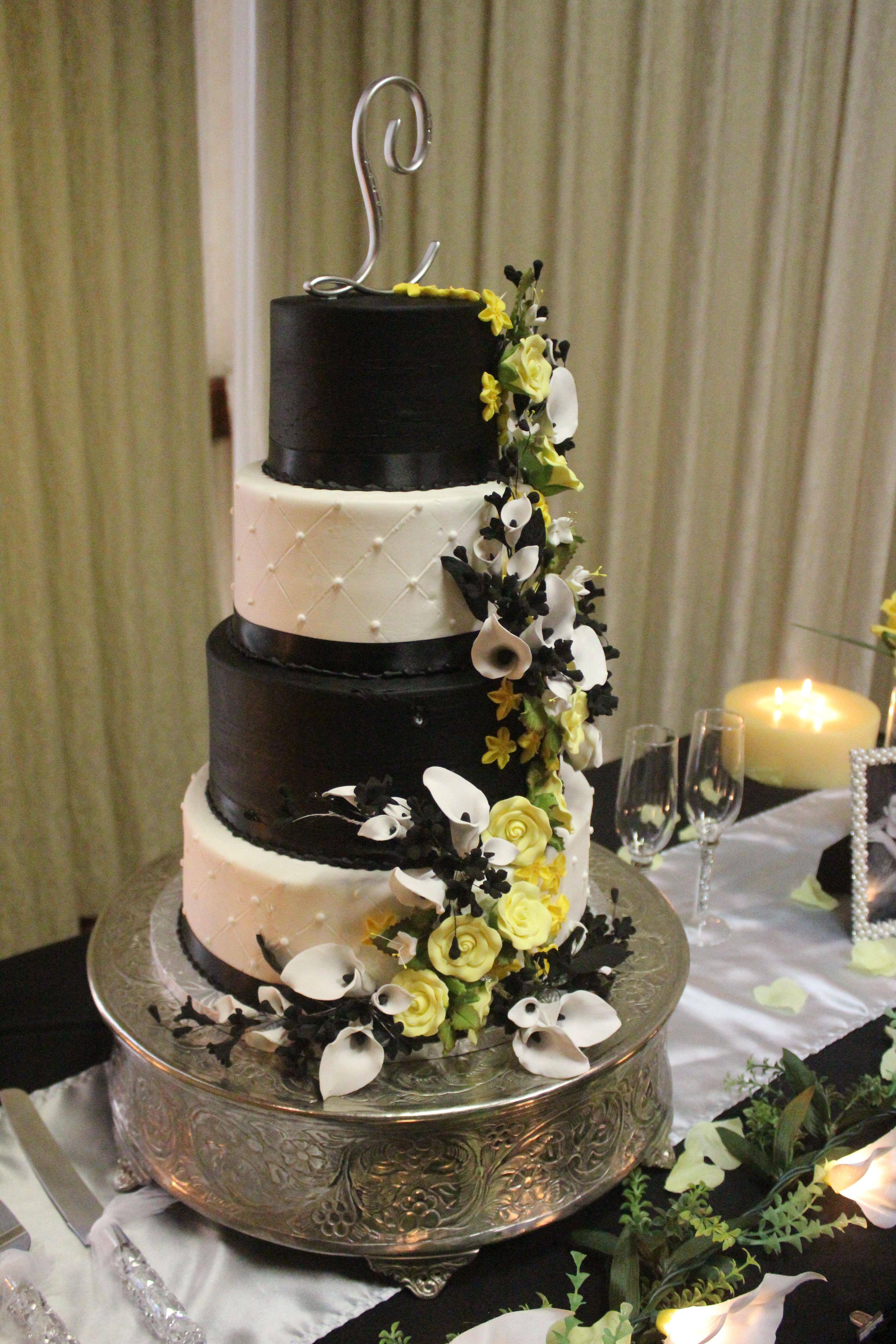 Awesome wedding cake blackwhite and yellow calla lillies
