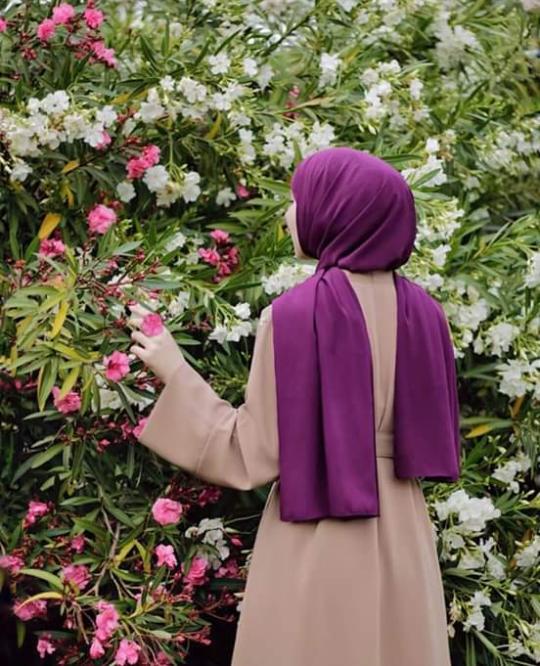 Pin By Helen Arbag On Hijab Girls رمزيات Hijabi Girl Muslimah Fashion Outfits Muslim Girls