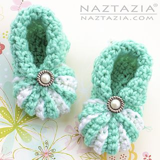 Photo of Simple Baby Booties pattern by Naztazia