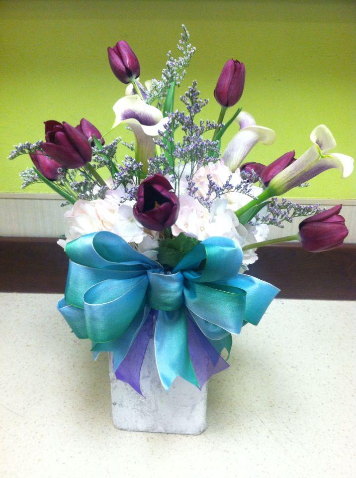 Tulip and hydrangea modern arrangement.