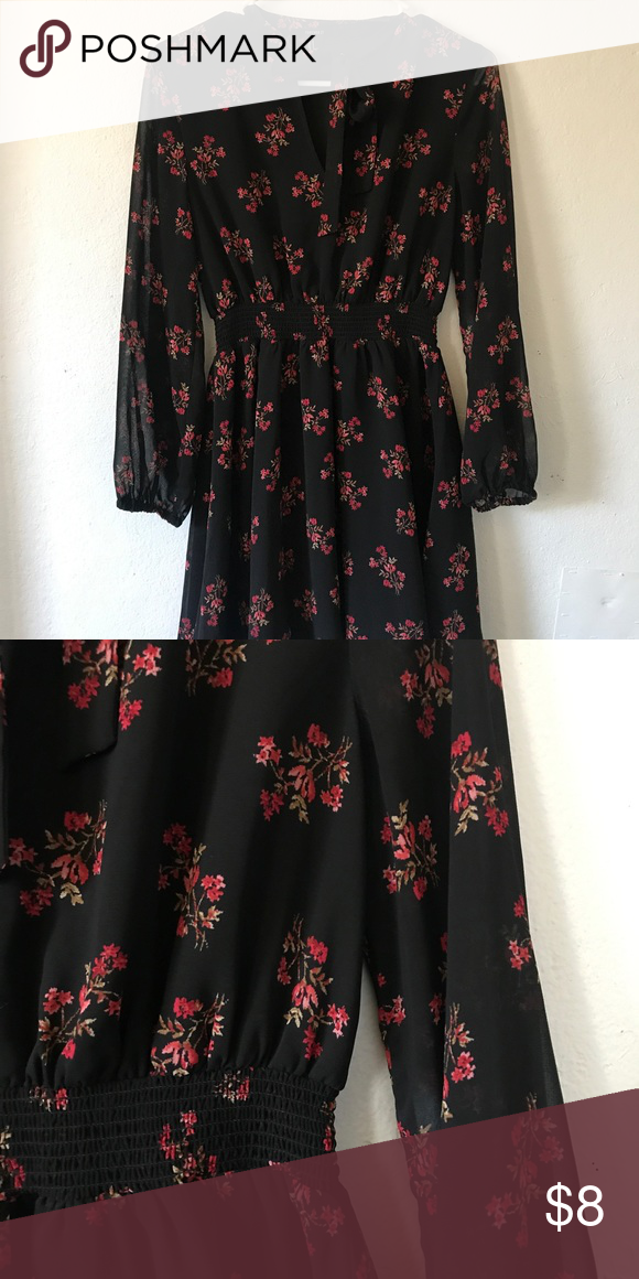 Floral dress Long sleeve floral dress. Great length and comfortable Forever 21 Dresses Midi