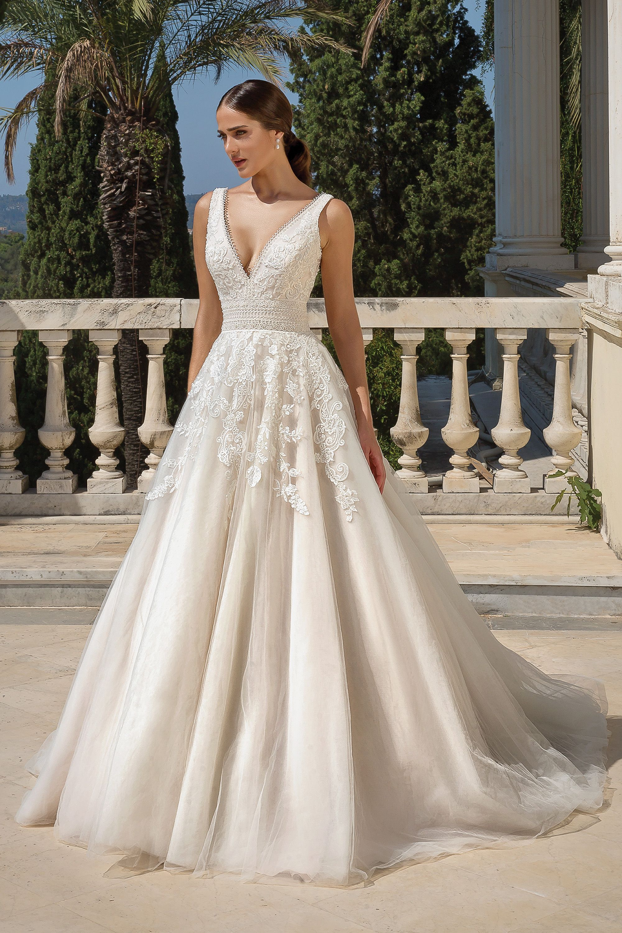 Style 88100 Venice Lace Covered Ball Gown In 2020 Justin