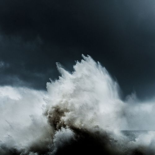 there is such a visual passion in the photographs ofAlessandro Puccinelli… one that captures even theevoked emotions of an Ocean.intersections | byAlessandro Puccinelli