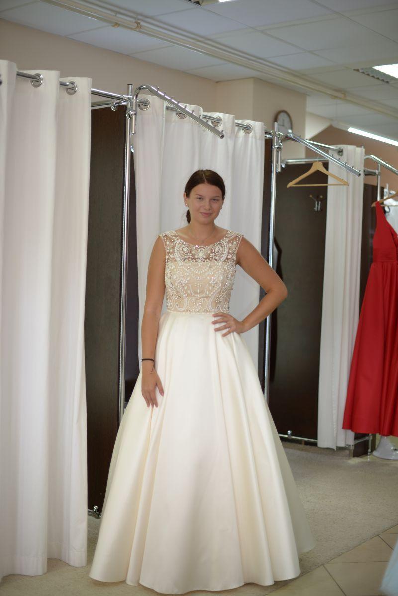 986d1c9ac62c princeznovské šaty na stužkovú