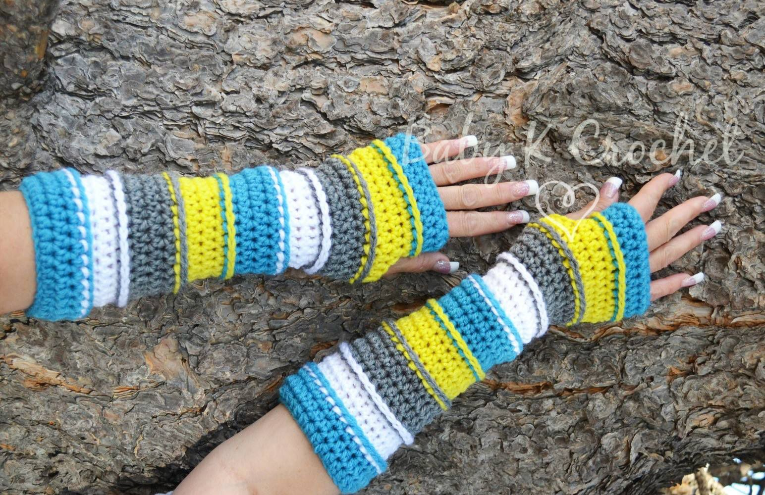 Free Punky\'s Arm Warmers Pattern via @charmedbyewe | Crochet ...