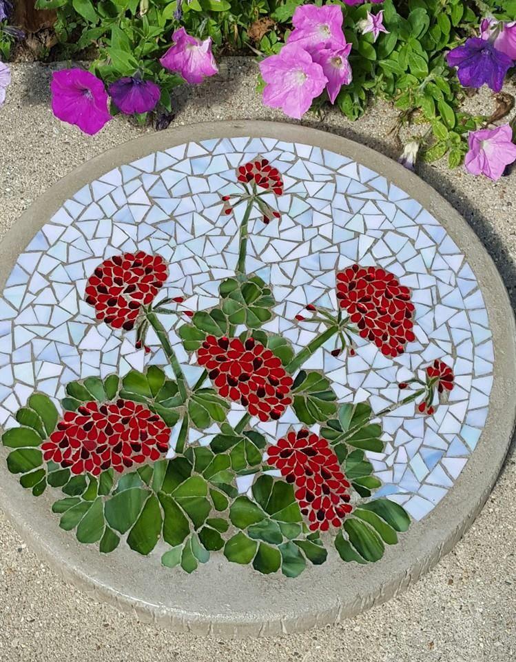 Mosaic designs garden 16 geranium mosaic stepping stone for Mosaic landscape design