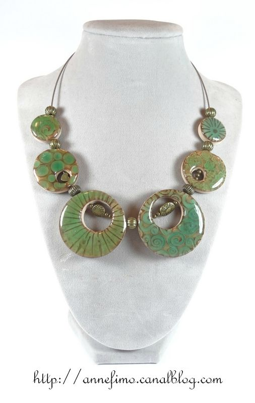 collier vert polymère fimo imitation céramique selon Hélène Jeanclaude