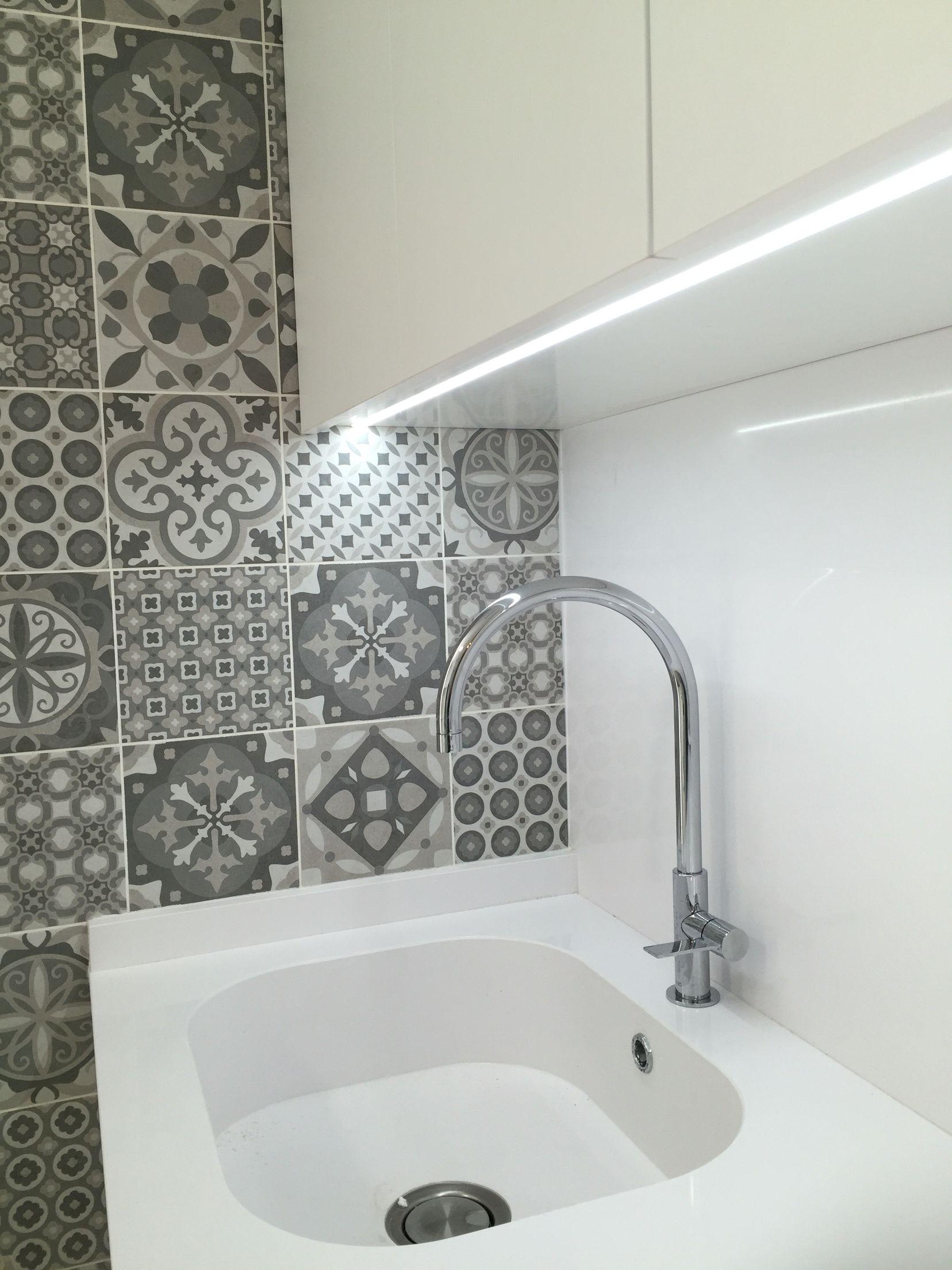Interiorismo para cocina detalle de iluminaci n tira - Iluminacion led decorativa ...