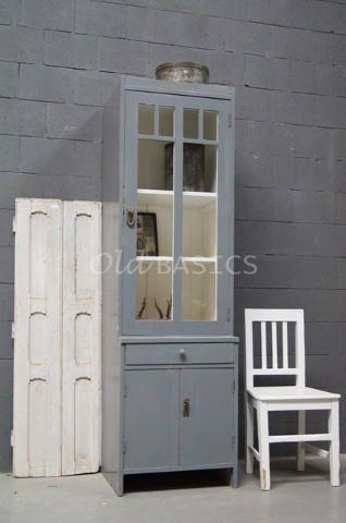 stoere houten kast arezzo biedt ruimte voor al jouw mooie spullen