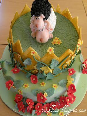 Торта с извара и ананас и не едно, а две агнета отгоре