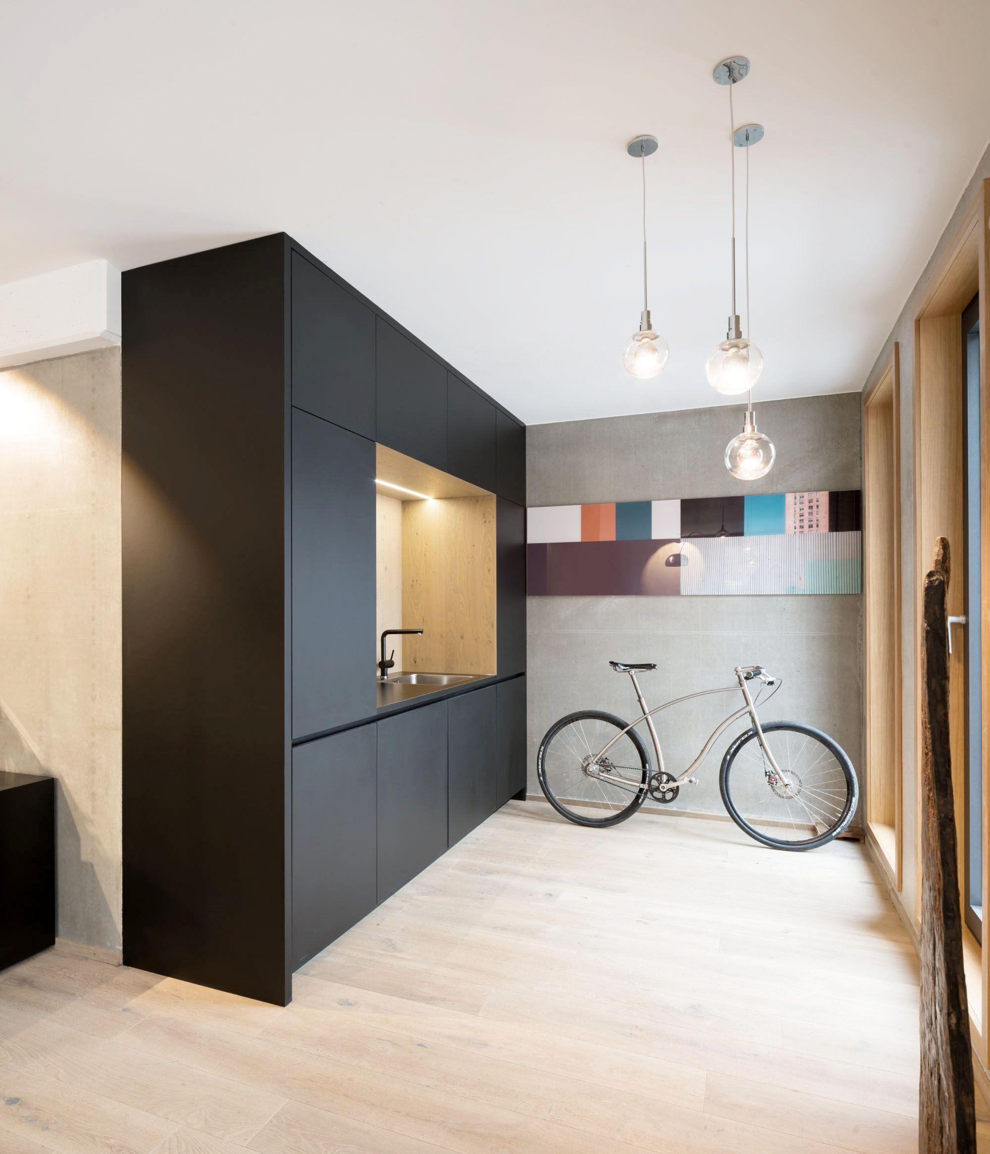 Minimalist Kitchen Design For Small Space: Minimalist Design, Small And Space-saving Kitchen In Black