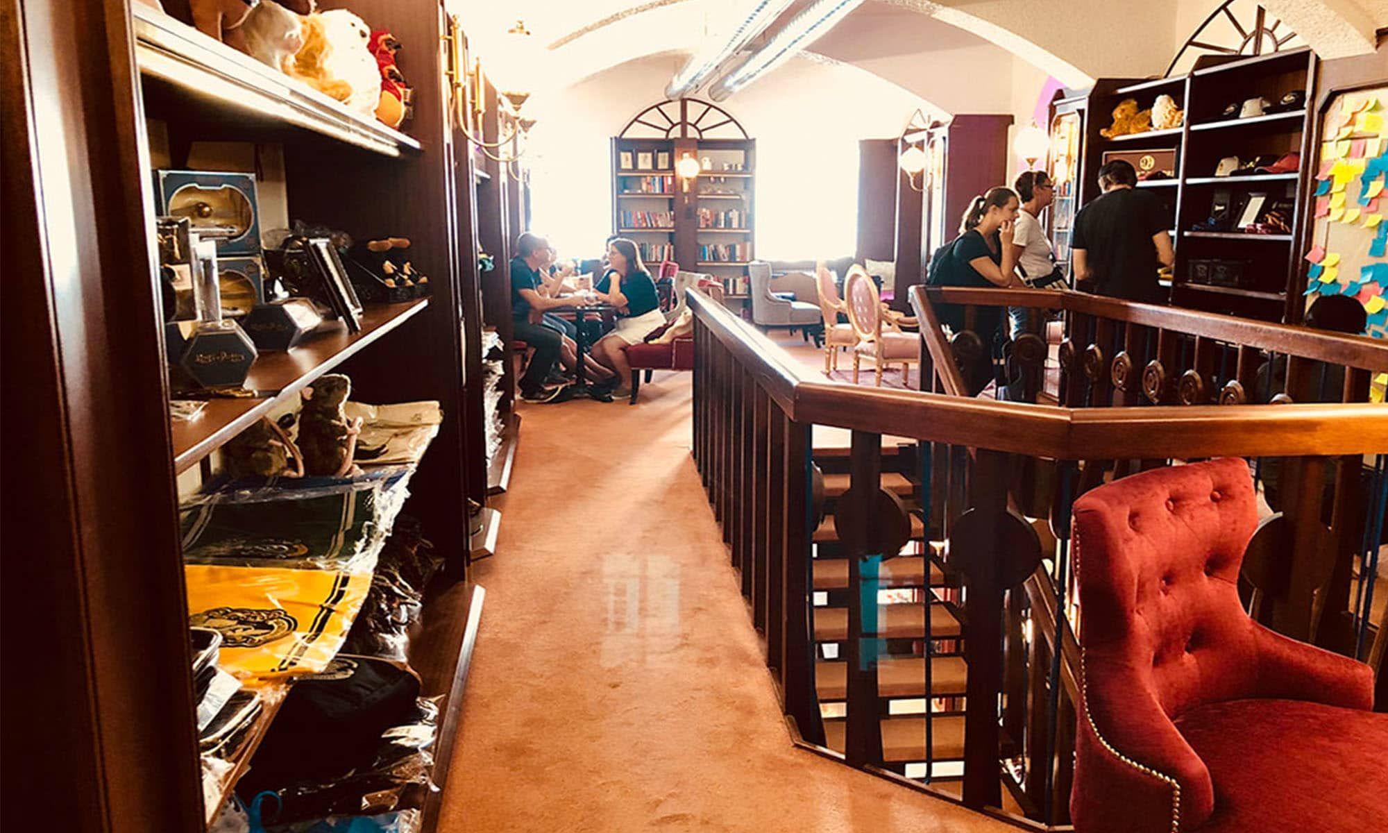 Ein Muss Fur Jeden Harry Potter Fan Das Phoenix Book Cafe In Klagenfurt 1000things Klagenfurt Cafe Phoenix