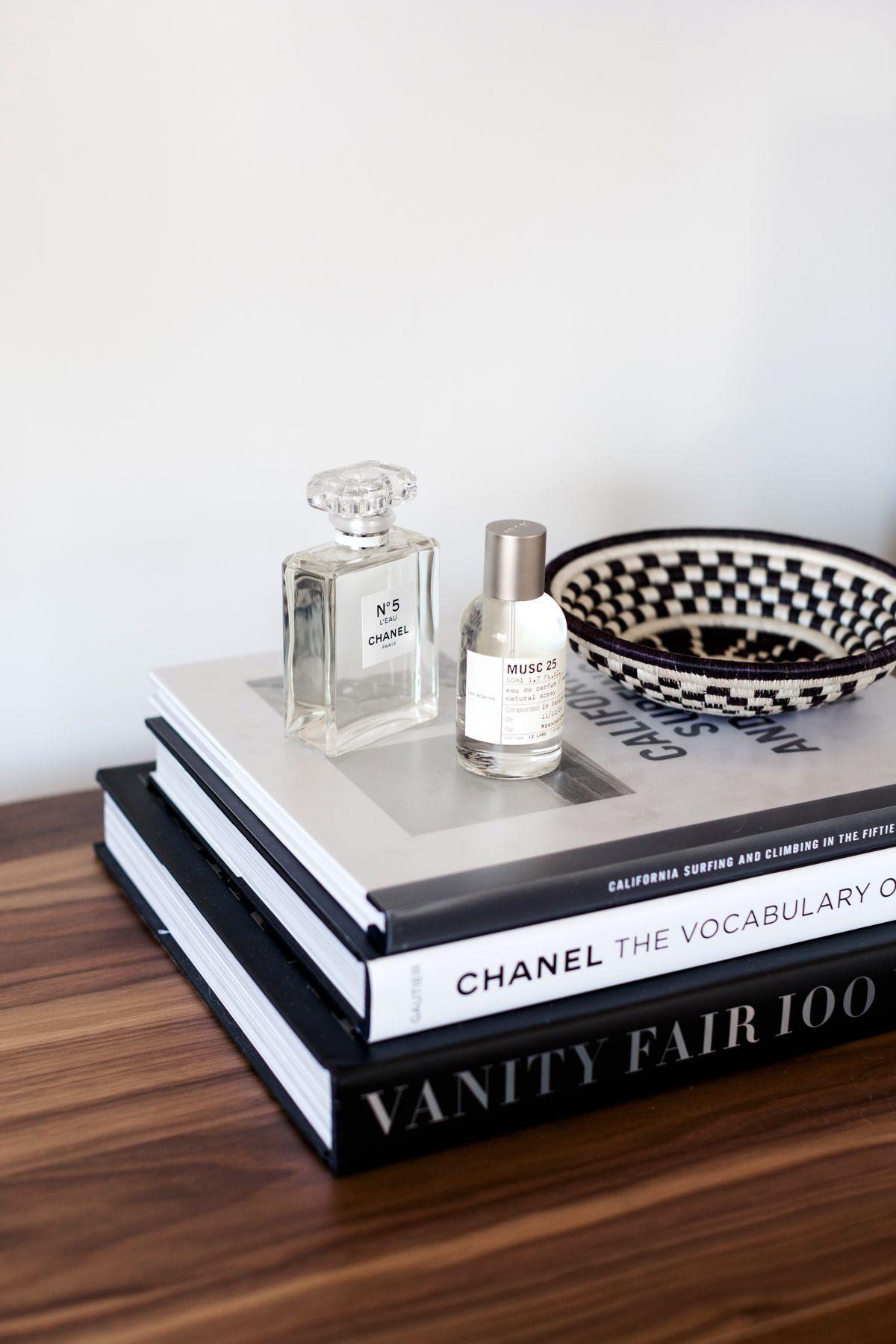 Master Bedroom For Www Eatsleepwear Com Modern Neutral Black And White Minimal Master Bedroom Makeover Bedroom Makeover Interior Decorating Tips [ 1800 x 1200 Pixel ]