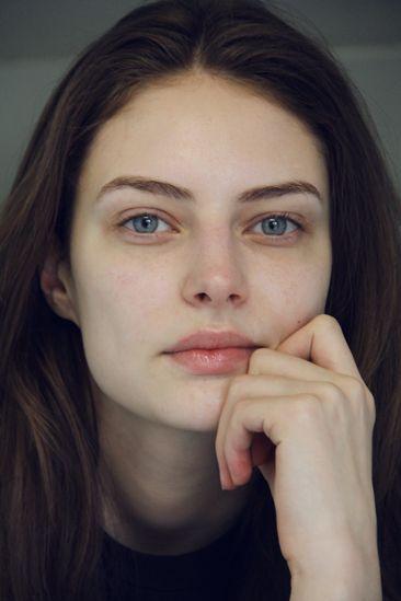 Wie ich gelehrt wurde, Schönheitsredakteurin zu werden, mein Gesicht ohne Make-up zu umarmen