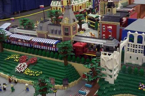 Disneyland in Legos | Legos aren't just for kids | Pinterest | Legos ...