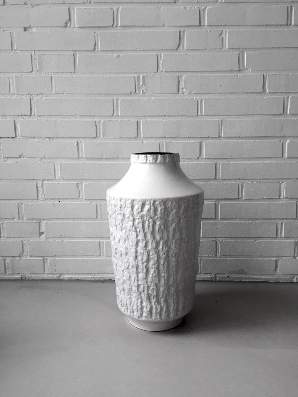 Ein persönlicher Favorit aus meinem Etsy-Shop https://www.etsy.com/de/listing/232917711/xl-vase-german-pottery-carstens-fat-lave