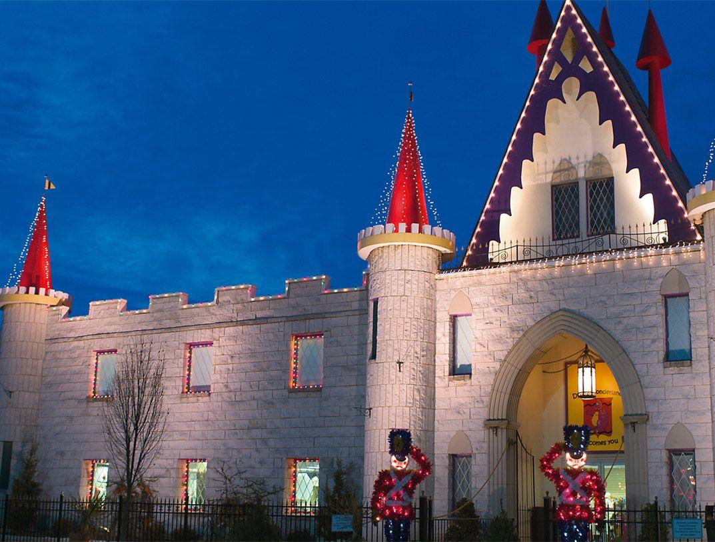 christmas at dutch wonderland castle lancaster great places dutch wonderland castle