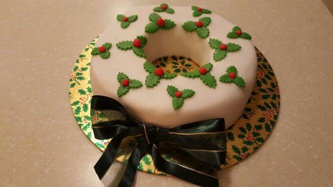 Fondant wreath cake