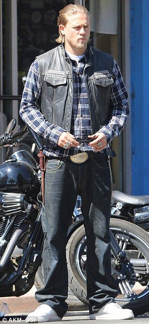 Charlie Hunnam On Set Sons Of Anarchy Set In Leathers As He Prepares For Fifty Shades Of Grey Daily Mai Sons Of Anarchy Charlie Hunnam Sons Of Anarchy Samcro