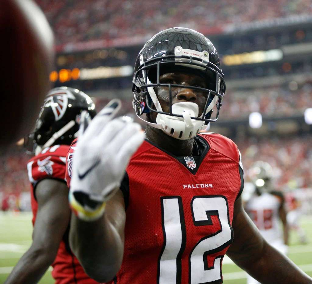 Atlanta Falcons Wide Receiver Mohamed Sanu 12 Tosses The Ball To The Official Atlanta Falcons Logo Atlanta Falcons Crafts Atlanta Falcons Quotes