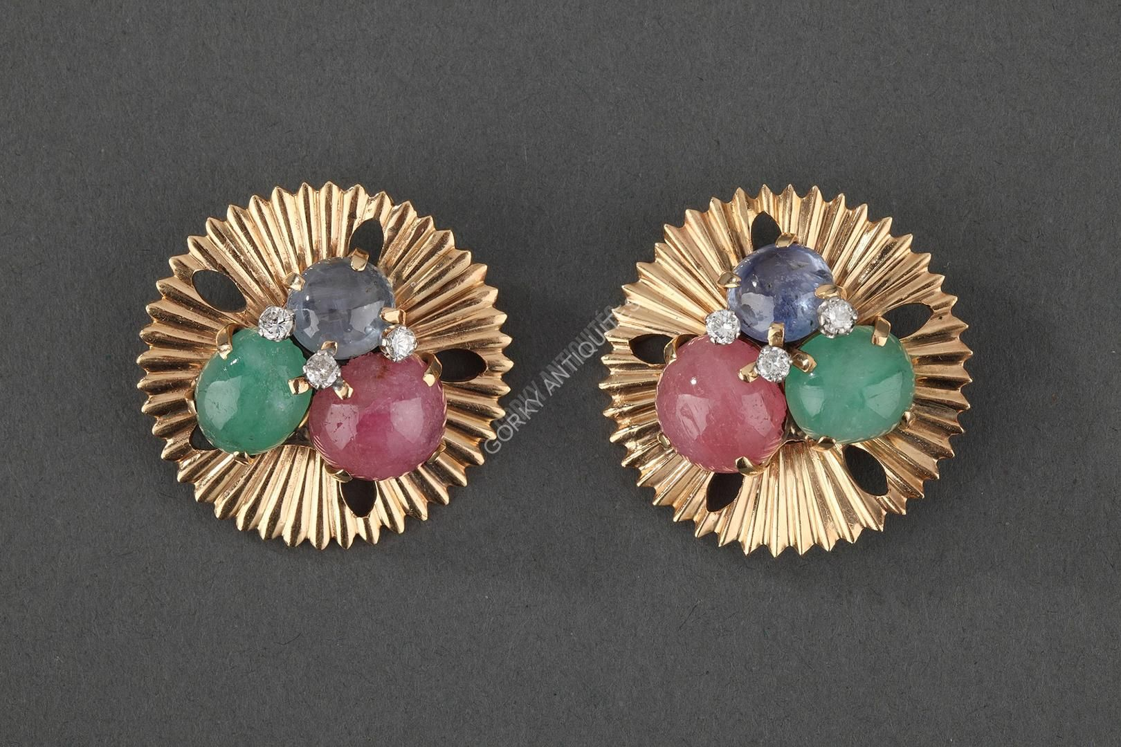 awesome SEAMAN SCHEPPS - 2 Broches en or, saphirs, émeraudes, quartz, diamants - Vers 1960