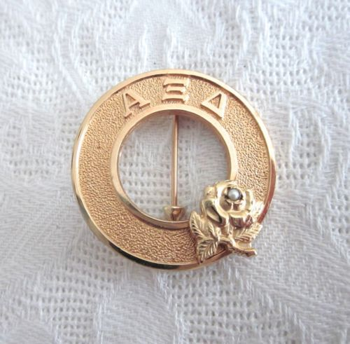 VINTAGE ALPHA XI DELTA SORRORITY FUZZIES CIRCLE PIN BROOCH PEARL & ROSE FLOWER