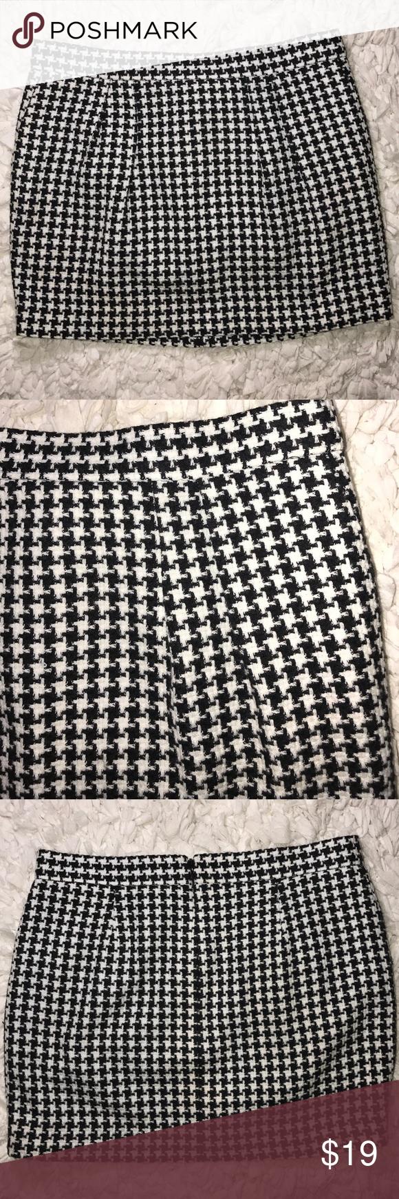 Victoria Secret Skirt Size 8. Excellent condition!! Victoria's Secret Skirts Mini
