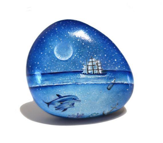 Painted stone, sasso dipinto a mano. Undersea scene
