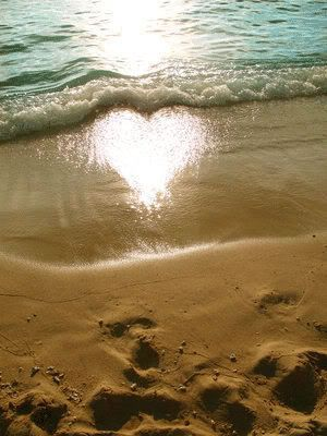 Glowing heart beach picture | Straight to the Heart | Heart