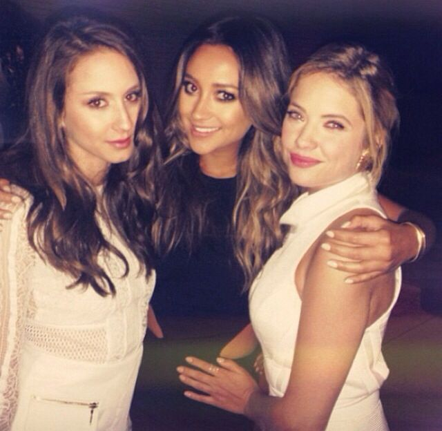 Troian Bellisario Ashley Benson Shay Mitchell Pll O Segredo