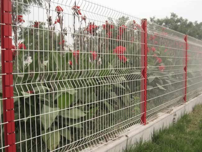 Captivating Garden Fence Can Use Recycled Cement Blocks And Other Recycled Materials