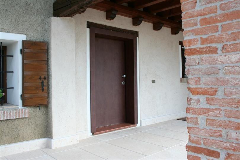 Reinforced door with Corten coating