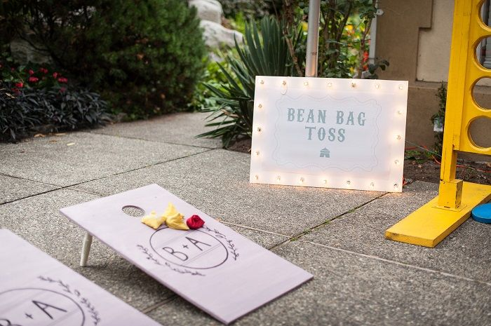 Bean bag toss wedding lawn game | fabmood.com #outdoorwedding