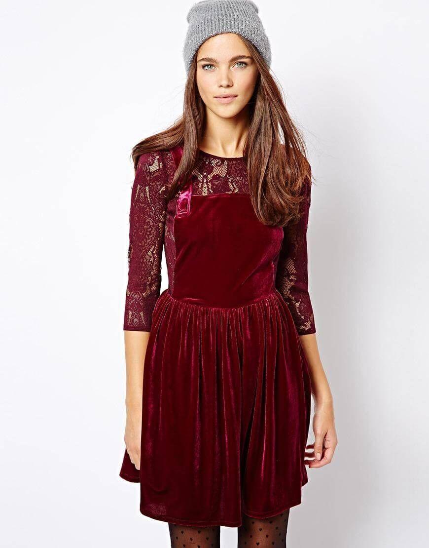 d998cd4b536ba4a Молодежное бархатное платье с гипюровыми вставками и бретелями ...