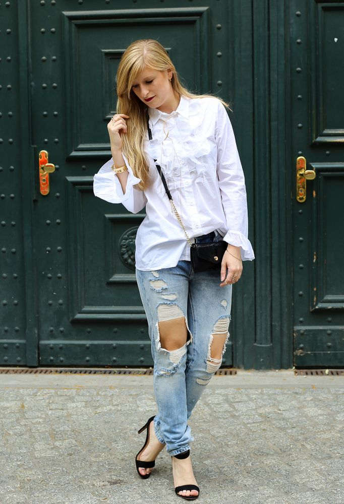 sommertrends 2016 modeblog berlin fashion week ripped jeans weiae ra 1 4 schenbluse heels streetstyle outfit http brinisfashionbook mode trends sommer herren